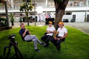 Simon Lazenby, Sky TV entrevista a Lando Norris, McLaren y Carlos Sainz Jr, McLaren