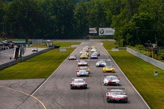 Partenza, #912 Porsche GT Team Porsche 911 RSR, GTLM: Earl Bamber, Laurens Vanthoor