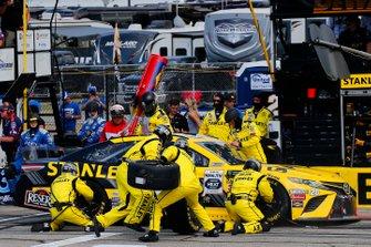 Erik Jones, Joe Gibbs Racing, Toyota Camry STANLEY pit stop