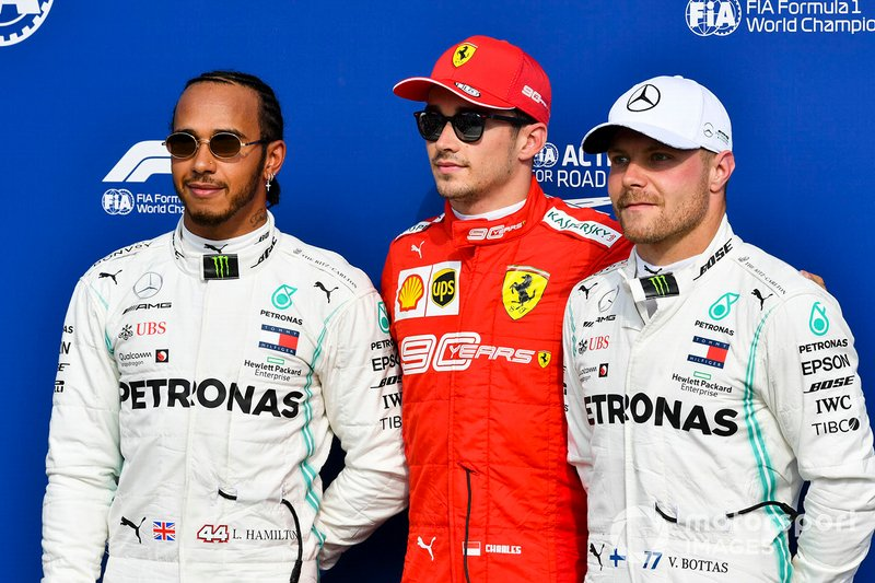 Обладатель поула Шарль Леклер, Ferrari, второе место – Льюис Хэмилтон, третье место – Валттери Боттас, Mercedes AMG F1