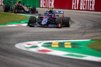 Pierre Gasly, Toro Rosso STR14, leads Kevin Magnussen, Haas F1 Team VF-19