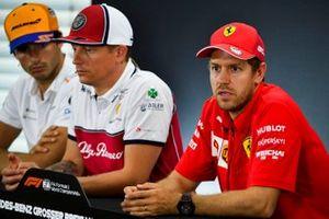 Sebastian Vettel, Ferrari, Kimi Raikkonen, Alfa Romeo Racing ve Carlos Sainz Jr., McLaren basın toplantısında