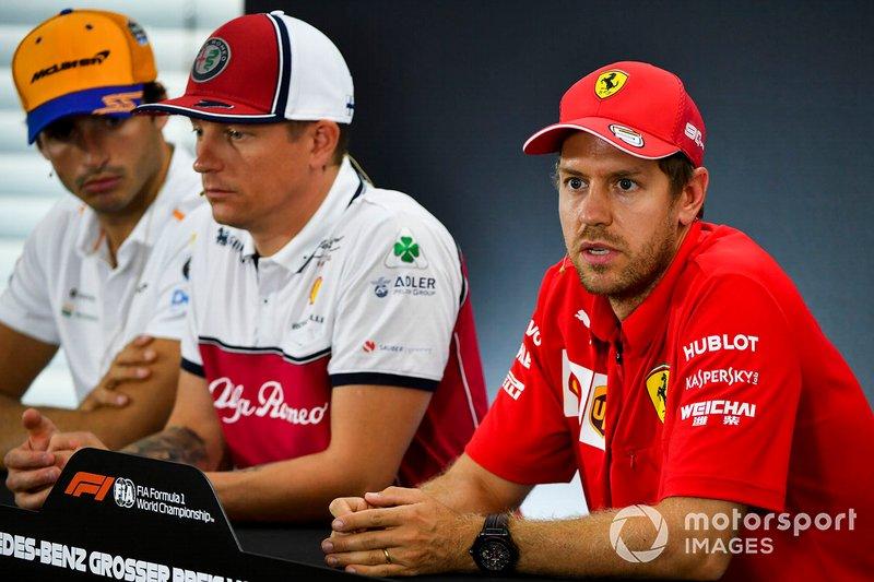 Sebastian Vettel, Ferrari, Kimi Raikkonen, Alfa Romeo Racing y Carlos Sainz Jr., McLaren en la conferencia de prensa