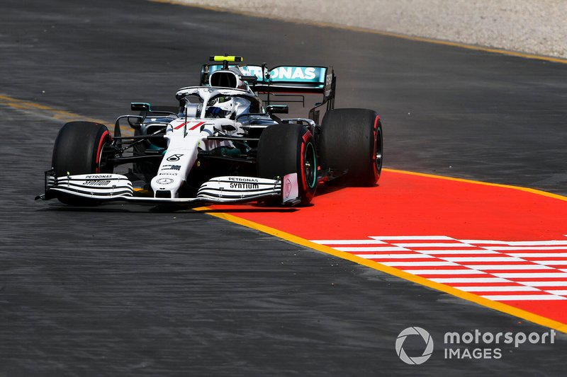 Valtteri Bottas, Mercedes AMG W10 runs wide