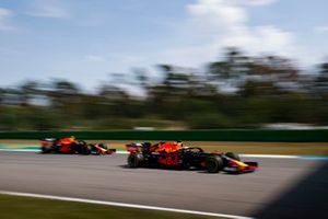 Max Verstappen, Red Bull Racing RB15, devant Pierre Gasly, Red Bull Racing RB15