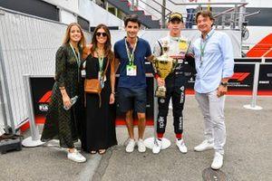 Race winner Arthur Leclerc, Sauber Junior Team with his family