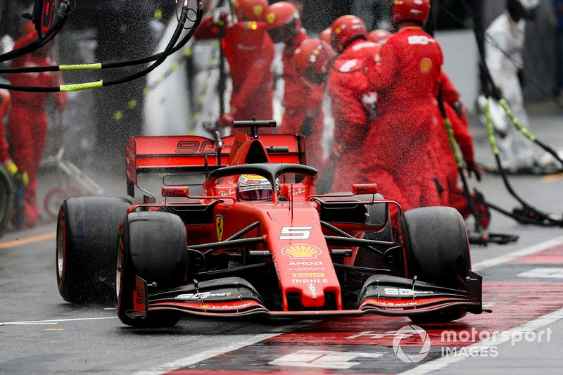 Quien sacó provecho fue Sebastian Vettel, que remontó desde la 20ª plaza hasta la 2ª, pasando al final a Kvyat y Stroll