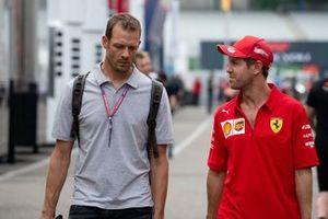 Alex Wurz with Sebastian Vettel, Ferrari