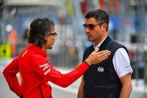 Laurent Mekies, directeur sportif Ferrari, avec le directeur de course Michael Masi