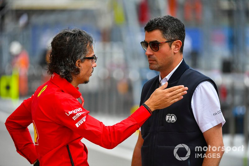 Laurent Mekies, Sporting Director, Ferrari, con Michael Masi, Race Director, FIA