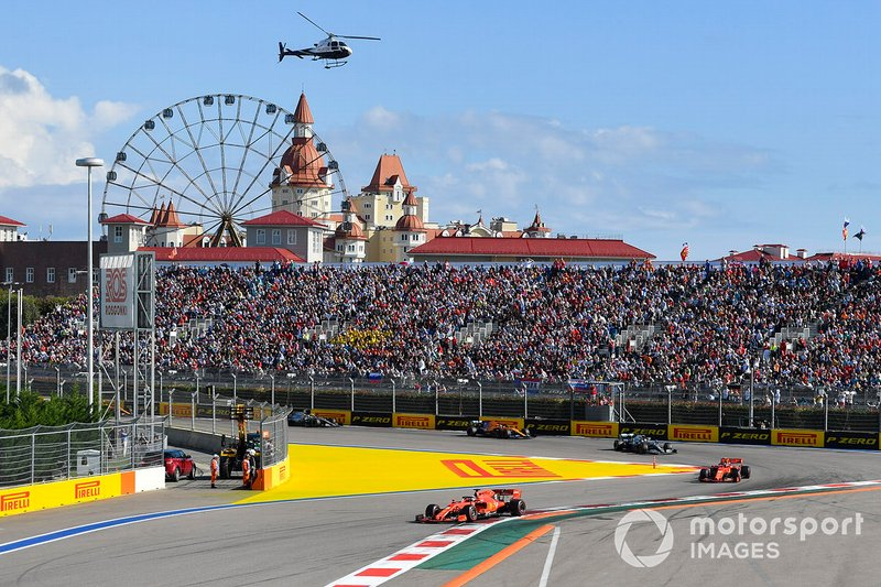 Sebastian Vettel, Ferrari SF90, Charles Leclerc, Ferrari SF90 Lewis Hamilton, Mercedes AMG F1 W10, Carlos Sainz Jr., McLaren MCL34, Valtteri Bottas, Mercedes AMG W10, Lando Norris, McLaren MCL34