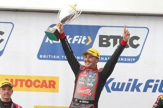 Race winner Tom Ingram, Speedworks Motorsport Toyota Corolla