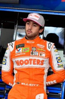 Chase Elliott, Hendrick Motorsports, Chevrolet Camaro Hooters Give a Hoot