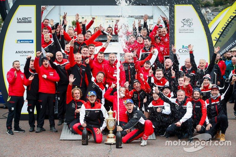 Ott Tänak, Martin Järveoja, Toyota Gazoo Racing WRT Toyota Yaris WRC con il team