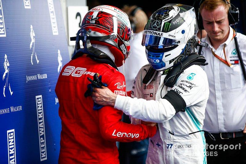 Charles Leclerc, Ferrari, festeggia la vittoria al parc ferme con Valtteri Bottas, Mercedes AMG F1