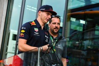 Max Verstappen, Red Bull Racing, en werknemer Schuberth
