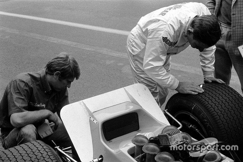 Bruce McLaren, McLaren e Tyler Alexander