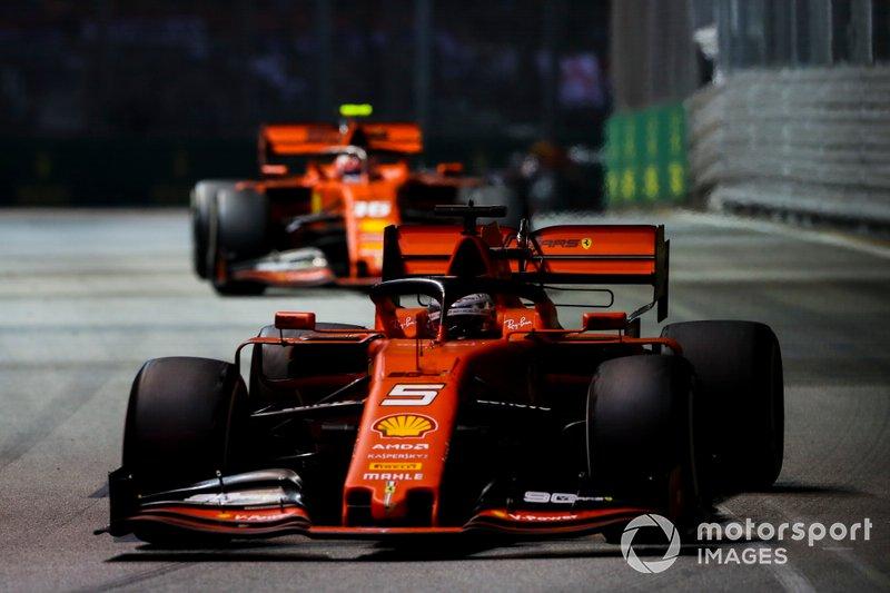 Sebastian Vettel, Ferrari SF90 precede Charles Leclerc, Ferrari SF90