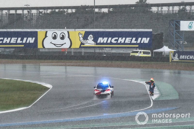 Safety car under the rain
