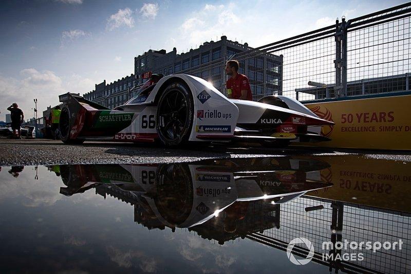 Daniel Abt, Audi Sport ABT Schaeffler, Audi e-tron FE05 in the pit lane