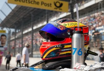 Casco de Jake Dennis, R-Motorsport, Aston Martin Vantage AMR