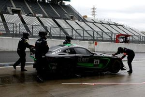 #43 Team Strakka Racing Mercedes-AMG GT3: Christina Nielsen, Dominik Baumann, Adrian Henry D'Silva after the crash