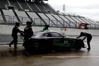#43 Team Strakka Racing Mercedes-AMG GT3: Christina Nielsen, Dominik Baumann, Adrian Henry D'Silva after the crash