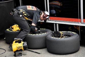 Ryan Preece, JR Motorsports, Chevrolet Camaro Louisiana Hot Sauce tire tech