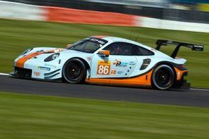 #86 Gulf Racing Porsche 911 RSR: Michael Wainwright, Ben Barker, Andrew Watson