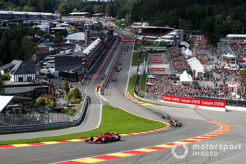 Charles Leclerc, Ferrari SF90, Lewis Hamilton, Mercedes AMG F1 W10 Sebastian Vettel, Ferrari SF90, y Valtteri Bottas, Mercedes AMG W10