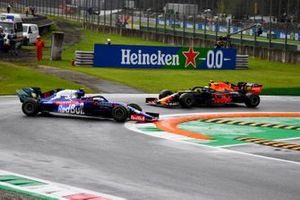 Pierre Gasly, Toro Rosso STR14, spins ahead of Alexander Albon, Red Bull Racing RB15