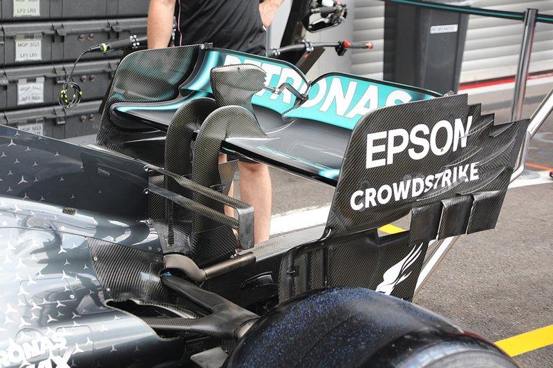 Detalle del alerón trasero del Mercedes AMG F1 W10