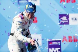 Race winner Robin Frijns, Envision Virgin Racing celebrates on the podium