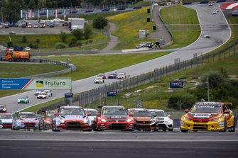 Tom Coronel, Boutsen Ginion Racing Honda Civic Type R leads