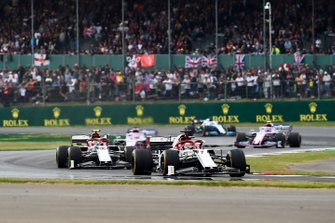 Kimi Raikkonen, Alfa Romeo Racing C38, precede Antonio Giovinazzi, Alfa Romeo Racing C38