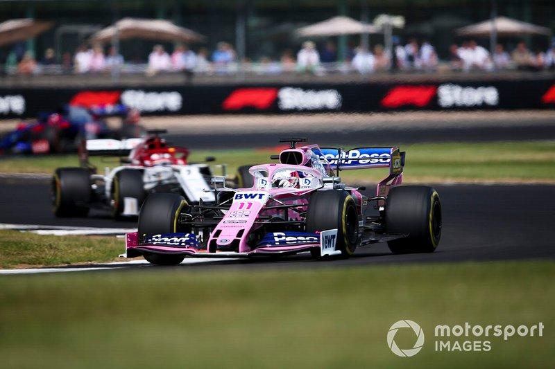 Sergio Perez, Racing Point RP19, precede Kimi Raikkonen, Alfa Romeo Racing C38