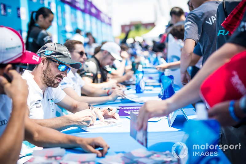 Gary Paffett, HWA Racelab at the autograph session