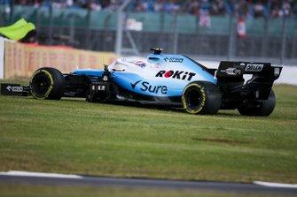 George Russell, Williams Racing FW42, passe dans l'herbe