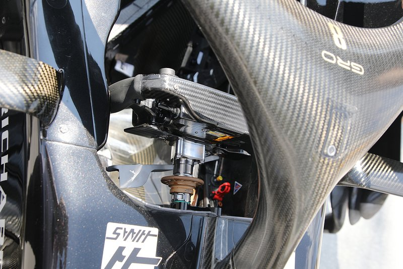 Haas F1 Team VF-19, cockpit