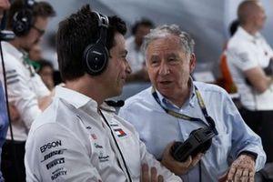 توتو وولف، الرئيس التنفيذي لفريق مرسيدس وجان تود، رئيس الاتّحاد الدولي للسيارات
