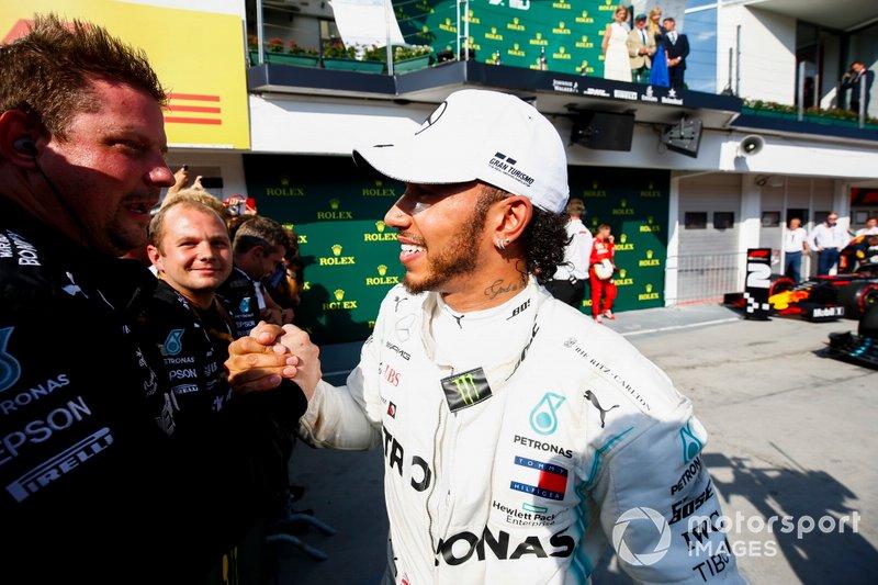 Yarış galibi Lewis Hamilton, Mercedes AMG F1 W10, Parc Ferme