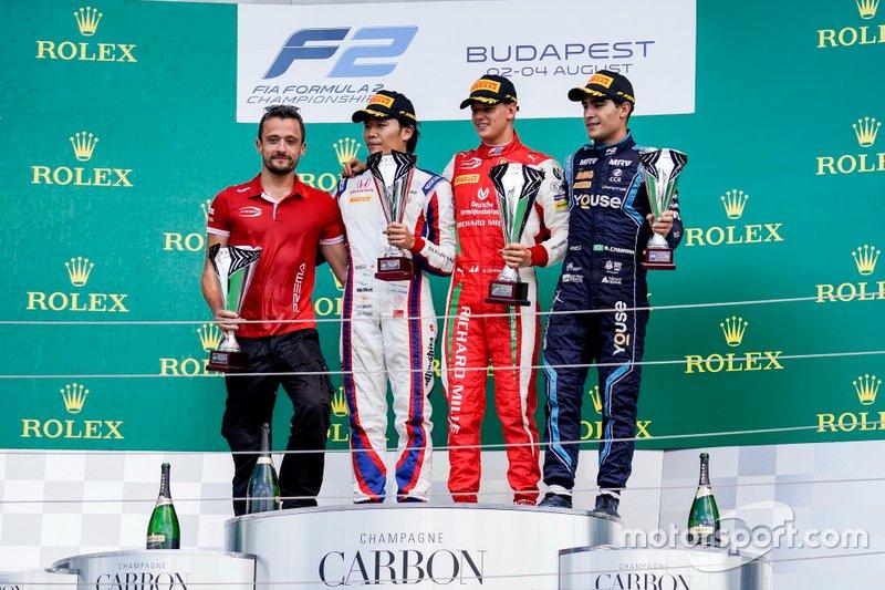 Podio: il vincitore della gara Mick Schumacher, Prema Racing