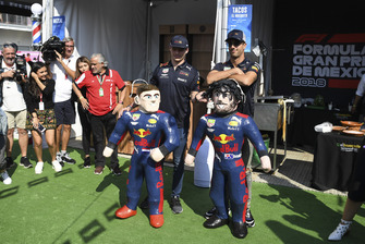 Max Verstappen, Red Bull Racing and Daniel Ricciardo, Red Bull Racing play pinata