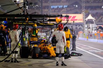 Stoffel Vandoorne, McLaren Renault pit stop