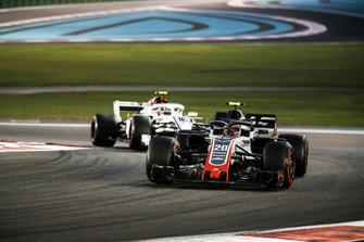 Kevin Magnussen, Haas F1 Team VF-18, leads Charles Leclerc, Sauber C37