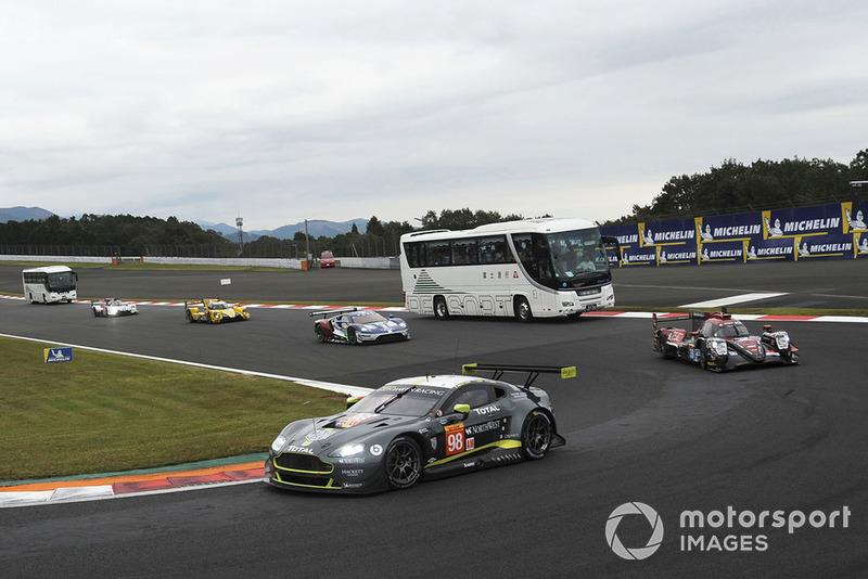 #98 Aston Martin Racing Aston Martin Vantage: Paul Dalla Lana, Pedro Lamy, Mathias Lauda with circuit safari bus