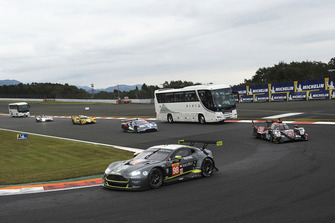 #98 Aston Martin Racing Aston Martin Vantage: Paul Dalla Lana, Pedro Lamy, Mathias Lauda with circuit safari bus
