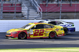 Joey Logano, Team Penske, Ford Fusion Shell Pennzoil and Ty Dillon, Germain Racing, Chevrolet Camaro GEICO