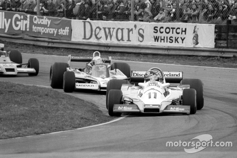 El ganador de la carrera David Kennedy, Wolf WR4, por delante de Guy Edwards, Fittipaldi F5A, serie Aurora AFX de Fórmula Uno, Oulton Park, Inglaterra, 13 de abril de 1979.