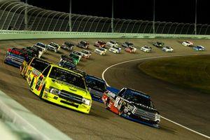 Noah Gragson, Kyle Busch Motorsports, Toyota Tundra Safelite AutoGlass and Matt Crafton, ThorSport Racing, Ford F-150 Ideal Door/Menards restart
